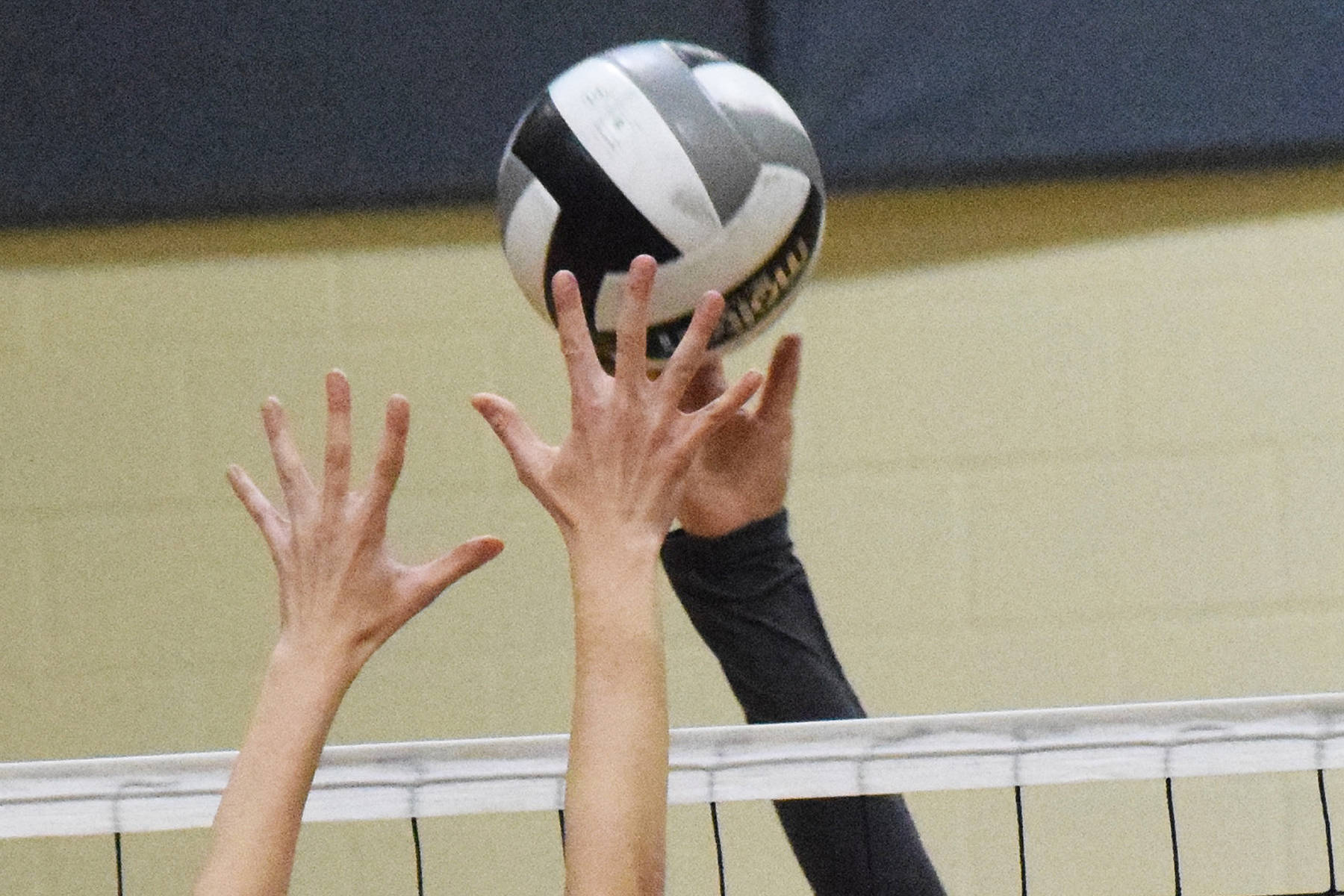 Nikolaevsk wins 1st day at Mix Six state volleyball