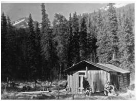 The Jean Lake shelter cabin in this undated photo belonged originally to a homesteader who gave permission to the Alaska Road Commission to upgrade the structure and use it as part of the overland winter mail route in the early 20th century. (Photo from the Culverson Collection, Anchorage Museum of History and Art.)